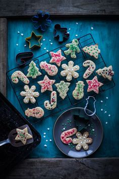 Christmas maple sugar cookies without the heavy layer of icing yet festive with wonderful Maple aroma ! Best Christmas Recipes, Christmas Treats, Christmas Baking, Christmas Fun, Delicious Cookie Recipes, Yummy Cookies, Sugar Cookies, Delicious Food, Yummy Treats