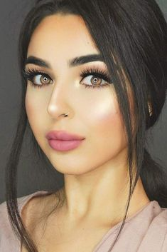 Natural makeup is something that every woman should master because there is no such occasion where this kind of makeup could be inappropriate. And in reality, it is often more effort- and time-consuming to apply no-makeup makeup, comparing to more vivid looks. But do not worry, we can help you. #makeup #makeuplover #naturalmakeup