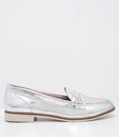 Sapato feminino  Metalizado  Rasteiro  Marca: Satinato  Material: sintético       COLEÇÃO VERÃO 2017     Veja outras opções de    sapatos femininos.        Sobre a marca Satinato     A Satinato possui uma coleção de sapatos, bolsas e acessórios cheios de tendências de moda. 90% dos seus produtos são em couro. A principal característica dos Sapatos Santinato são o conforto, moda e qualidade! Com diferentes opções e estilos de sapatos, bolsas e acessórios. A Satinato também oferece para as…