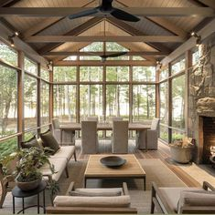 30 Fabulous Screened-In Porch Ideas Boasting Woodsy Views. 30 Fabulous Screened-In Porch Ideas Boasting Woodsy Views. Looking to enjoy the outdoors minus the bugs and protection from the elements, why not consider the addition of a cozy screened-in porch. Screened Porch Designs, Screened In Porch, Back Porch Designs, Front Porch, Four Seasons Room, Sunroom Decorating, Sunroom Ideas, Small Sunroom, Decorating Ideas