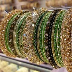Image in Beautiful Bangles 👭👭👵 collection by ♡SehrEen♡ Wedding Jewellery Designs, Bridal Jewellery Inspiration, Pakistani Bridal Jewelry, Indian Wedding Jewelry, Bollywood Bridal, Mood Jewelry, Fashion Jewelry, Gold Jewellery, Diy Jewelry