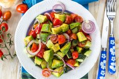 We combined our favorite nutritious ingredients inthis 6-Ingredient Mediterranean Salad.Just slice, toss and eat - simple, easy,and stress-free!