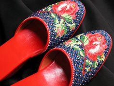 Red red roses. Micro-beaded slippers.