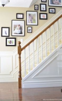 47 Stylish Gallery Wall Decor Ideas To Show Sweet Memory Stairway Photos, Gallery Wall Staircase, Stair Gallery, Picture Wall Staircase, Staircase Wall Decor, Stairway Decorating, Staircase Design, Floating Staircase, Stair Photo Walls