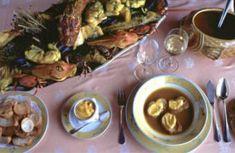 La bouillabaisse...  De façon générale cette préparation est servie dans 2 plats différents : le poisson d'un côté et le bouillon de l'autre