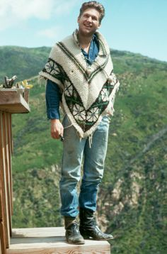 Mar 1973 A young Jeff Bridges went for a laid-back look at home in Malibu, CA The Best Ponchos in Fashion and Pop Culture History Lloyd Bridges, Celebrity Boots, Blanket Coat, The Big Lebowski, Pretty Men, Best Actor, Famous Faces, American Actors, Stylish Men