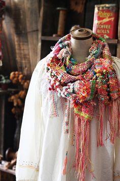 シンプルな服も、世界で一つしかないストールで圧倒的存在感。 それを自分で創れる幸せ。