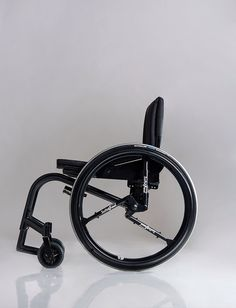 SoftWheel - Israeli redesign of the wheelchair A redesign of a wheelchair in which the focus is not on the chair itself, but the wheels. By creating shock absorbing suspensions in the wheels, bumps and curves minimizes the impact on the body. http://bit.ly/1Eeg0zd #DesignForGood #Wheelchair #ShockSuspensions