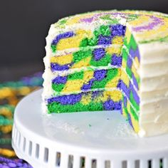 Like with most of my seasonal/Holiday posts, if you want to make this cake, you have like, a day. Mardi Gras is tomorrow! I wanted to make something fun for Mardi Gras, but most of my … Mardi Gras Food, Mardi Gras Party, Get The Party Started, Cata, Snacks, Let Them Eat Cake, Sweet 16, Cupcake Cakes, Cupcakes