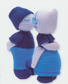 crochet a Dutch cliche: the kissing couple.  It's in Dutch,  It seems that now, half a year later, the magazine (NCRV Gids) took it off the website. I saved it on a word document  on my computer, contact me if you like a copy.