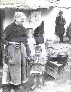 ΠΡΟΣΦΥΓΕΣ Vintage Pictures, Old Pictures, Old Photos, Greece Pictures, Old Greek, Greece Photography, Greek History, Photographs Of People, Athens Greece