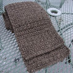 The Good Life: Burly Tweed Man's Scarf - Free pattern - I used this pattern to make the men in my family all a Christmas scarf