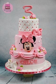 Pink, bows and a minnie - Cake by Tamara Eichhorn Minni Mouse Cake, Bolo Do Mickey Mouse, Mickey And Minnie Cake, Minnie Mouse Birthday Cakes, Bolo Minnie, Mickey Cakes, Baby Birthday Cakes, Mickey Birthday, Baby Cakes