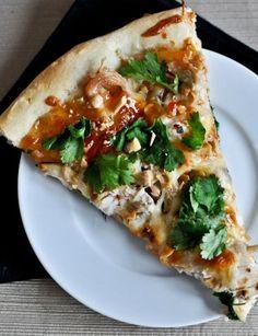 Thai Chicken Pizza I howsweeteats.com