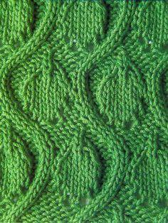 Узор из волн с листьями спицами 16