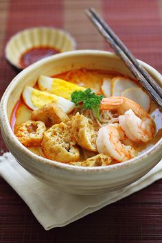 Curry laksa - spicy, creamy, and super delicious curry noodle soup with shrimp, fried tofu puff and more | rasamalaysia.com