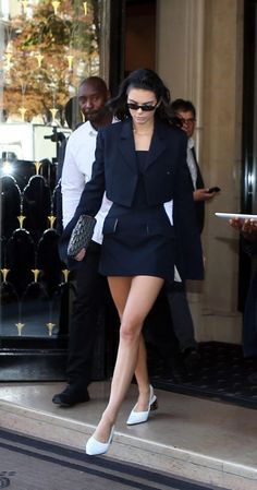 Kendall Jenner Leaves George V Hotel in Paris - Celebskart Classy Outfits, Stylish Outfits, Cute Outfits, Fashion Outfits, Celebrity Outfits, Celebrity Style, Modelos Fashion, Model Outfits, Kendall Jenner Outfits