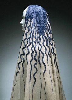 Veil designed by Elsa Schiaparelli, French (born in Italy 1890 - Embroidered by Lesage (founded in Paris in in Cotton net with glass bugle beads. Elsa Schiaparelli closed the Circus. Elsa Schiaparelli, Costume Année 30, 1930s Fashion, Vintage Fashion, European Fashion, Fashion 2020, Daily Fashion, Street Fashion, Fashion Online