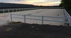 Projekt Perl Sinz 22-05-2015  Beim R+V Dreiländereck in 66706 Perl/Sinz haben wir die Zaunmontage eines Ranch Fence Zaun mit 2 Querriegeln für den Reitplatz 22x60 fertiggestellt.