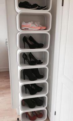 Jeg har lidt haft et sko-opbevaringsproblem. Jeg har simpelthen ikke plads til mine sko. I sær ikke efter at jeg har købt fem par nye sko i denne måned -.- (fire af dem har jeg ikke fået endnu - glæder mig SÅ meget!). Well.. Jeg har tænkt på at opbevare mine sko på denne måde i mange �....