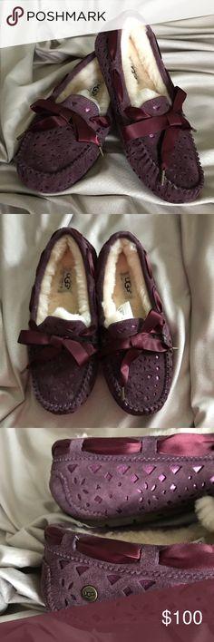 🆕 UGG DAKOTA SUNSHINE MOCCASINS / SLIPPERS New without box Ugg Dakota sunshine moccasins, size 6 UGG Shoes Moccasins