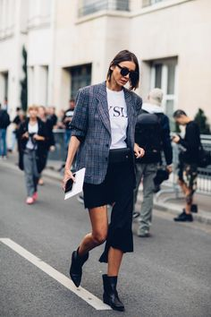 Looking for new ways to style your blazer? Read on for 6 of my favorite affordable blazer outfit combos worth trying out! Cool Street Fashion, Street Chic, Paris Fashion, Fashion Edgy, Paris Street, Looks Street Style, Spring Street Style, Blazer Outfits, Plaid Blazer