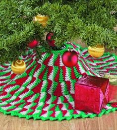 Crocheted Tree Skirt | Crocheting Crafts | Christmas Crafts | Love the Country