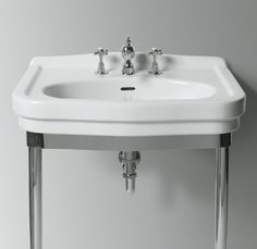 LO924+LOCG2 | Londra Ceramica Simas Washbasin 68 with single tap hole pre-punched for three tap holes. To be mounted on pedestal