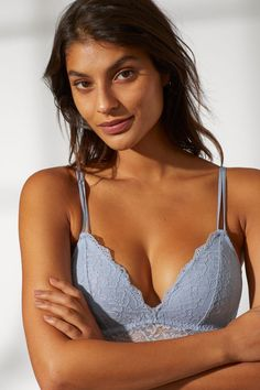 Soft, non-wired bra in lace with padded cups that shape the bust and provide good support. Magazine Man, Soft Bra, Music Gifts, H&m Gifts, Beautiful Lingerie, Lace Bra, Fashion Company, World Of Fashion, Personal Style