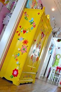 Home Deco Save pinnert. Upcycled Home Decor, Upcycled Furniture, Furniture Projects, Furniture Makeover, Furniture Decor, Diy Home Decor, Furniture Design, Deco Boheme Chic, Funky Painted Furniture
