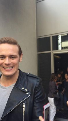 More new fan pics of Sam Heughan, Caitriona Balfe, Diana Gabaldon and Ron D. Moore from Comic-Con | Outlander Online