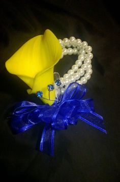Yellow Real Touch Calla Lily Pearl Wrist Corsage by SilkFlowersByJean Prom Corsage And Boutonniere, Corsage Wedding, Wrist Corsage, Wedding Bouquets, Boutonnieres, Weding Dresses, Prom Flowers, Bridesmaid Flowers, Wedding Flowers