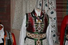 EUFEMIA: Kan eg få en slik bunad spør datteren min! Norway, Folk, Costumes, Fashion, Moda, Popular, Dress Up Clothes, Fashion Styles, Fancy Dress