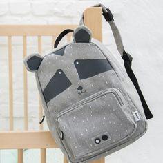 Dieser niedliche und praktische Rucksack für Kinder hat ein kleines und ein großes Fach. Hier ist Platz für Trinkflasche, Brotdose, Spielzeuge und Co. ... Sling Backpack, Leather Backpack, Bear Print, Polar Bear, Fashion Backpack, Back To School, Zip, Cotton, 5 Years