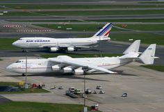 Antonov-225 next to a Boeing 747