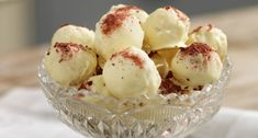 Kokosbollar med hallonsmak | Året Runt Bagan, Best Dessert Recipes, No Bake Desserts, Recipe Cup, Baked Bakery, Just Bake, Something Sweet, Cravings, Deserts