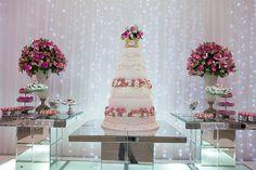 A debutante apostou na combinação de rosa e branco
