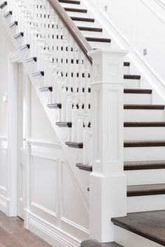 best Ideas for stairs design classic banisters Staircase Remodel, Staircase Makeover, Staircase Railings, Banisters, Staircase Design, Stairways, Staircase Ideas, Bannister Ideas, Stair Handrail