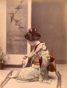 Tamamura Kouzaburou 玉村 康三郎 (1856 – 1923) Shamisen 三味線 player - Hand-colored - Japan - 1870s Nippon-Graph