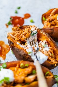 These Slow Cooker Chicken Enchilada Stuffed Sweet Potatoes made with chicken breast, cheese and enchiladas sauce are an easy one-pot meal! #slowcooker #crockpot #chicken #slowcookerchicken Healthy Gluten Free Recipes, Fun Easy Recipes, Whole 30 Recipes, Skinnytaste Slow Cooker, Skinnytaste Recipes, Slow Cooker Recipes, Crockpot Recipes, Ww Recipes, Ripped Recipes
