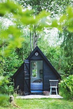 little a-frame RS: it looks like Snufkin's tent...