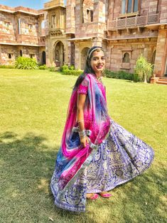 Location – Moti Bagh, Jodhpur Festive celebrations are in full swing as Diwali is right around the corner. Indian Bridal Fashion, Indian Bridal Wear, Indian Wear, Rajasthani Bride, Rajasthani Dress, Kurti Neck Designs, Blouse Designs, Bandhani Dress, Heavy Dresses