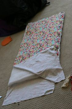 My little baby Clare is off to pre-school this Fall and now she will be all ready with a brand new mommy-made nap mat. But will I be ready? I'm already making up excuses for why she should ma… Preschool Nap Mats, Kids Nap Mats, Baby Nap Mats, Toddler Nap Mat, Kinder Mat Covers, Nap Mat Covers, Sewing Projects For Kids, Sewing For Kids, Baby Sewing