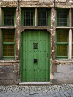 Old door, Patershol quartier, Ghen, Belgium | Flickr: Intercambio de fotos