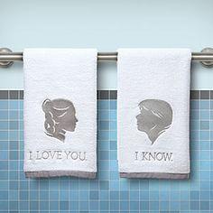 Cadeau pour un couple : serviettes de bain déco drôle : Je t'aime… Je sais! | Idée Cadeau Québec