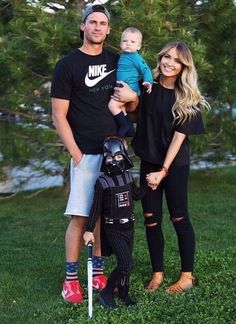 Cute family & her outfit