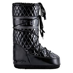 Heading to the slopes this season? Nothing will complete your après look like a pair of timeless moonboots – the epitome of fashion meets function.