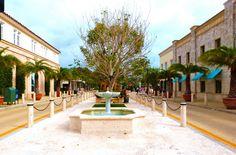 Off Worth Avenue (Palm Beach, Florida)