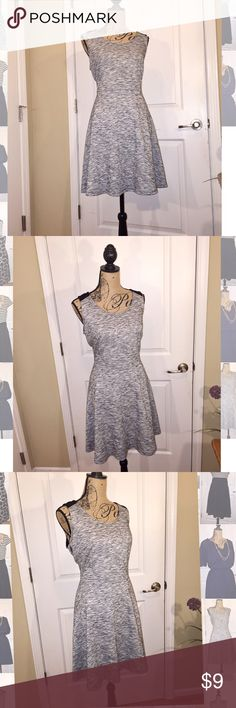 Old Navy skater dress Fit and flare skater dress. Grey material with black shoulders and part of back. Zip up in back Old Navy Dresses