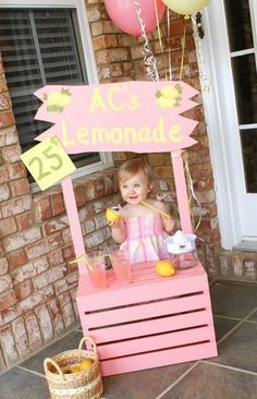 Pink Lemonade Birthday Party Ideas - The Burrus Family: AC's Lemonade Stand Más First Birthday Parties, First Birthdays, Summer Birthday, Birthday Ideas, Diy For Kids, Crafts For Kids, Pink Lemonade Party, Baby Shower, Lemonade Stands